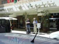 Foran Hotel Napoleon i Beirut, klar for avreise mot Sør-Libanon