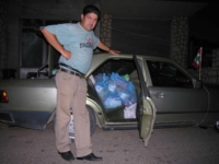 Louis med bilen full av ndrasjoner